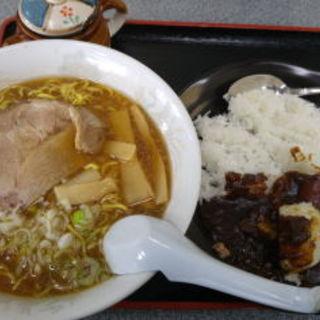 醤油ラーメン+黒カリーセット(大門)