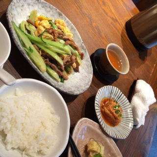 卵と豚肉と野菜の炒めもの(孫 )