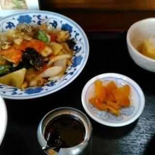 イカと豚と鳥のオイスターソース炒め定食(定食厨房 みまつ )