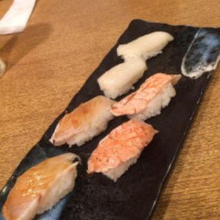 炙りサーモンとイカ(寿司処 いずみ田 本店 (すしどころ いずみだ))