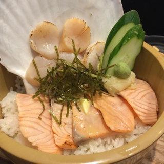 炙りサーモン ホタテ丼(小樽海鮮丼エン )