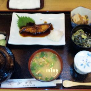 焼き魚定食(居酒屋鳥しげ)