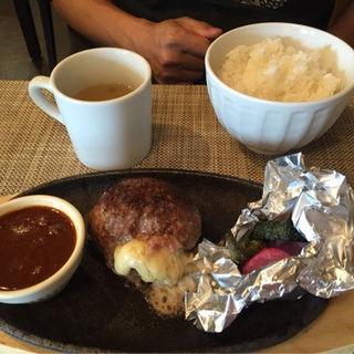 国産牛のチーズハンバーグ(島小カフェ )