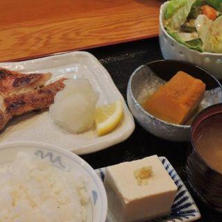 焼き魚定食(庄勇)