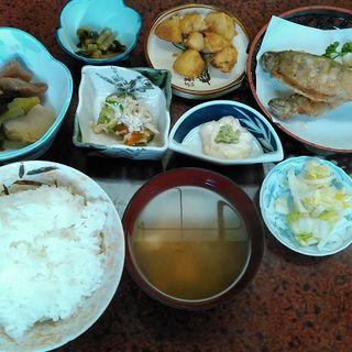 よちよちヤマメのから揚げ定食(廣瀬屋旅館)