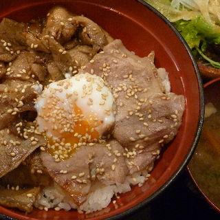十勝風豚丼(温泉卵のせ)(恵比寿 鐵玄 (てつげん))