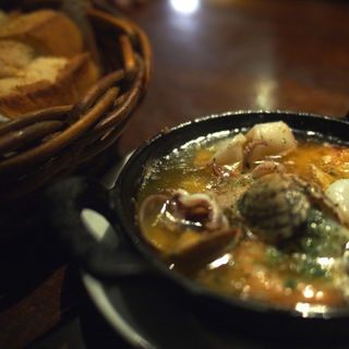 魚介類のアヒージョ(恵比寿山の上バル )