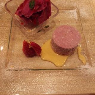 紫芋のムースと葡萄のシャーベット(折おり)