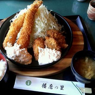 大エビフライと牡蠣フライの定食(播磨の里 青山店 (はりまのさと))