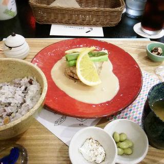 酒粕クリームソースの鶏つくね御膳(文房具カフェ )