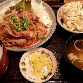 豚のしょうが焼きとポテトサラダ定食(普通の食堂いわま )