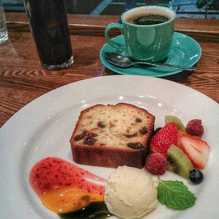 仙台味噌のとドライフルーツのパウンドケーキ(杜のごはん屋チェリッシュ珈琲)