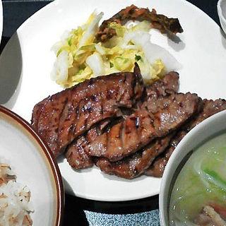 牛たん焼(塩)とろろセット(杜の都 太助 新宿店 )