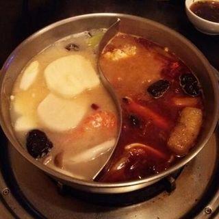 鴛鴦火鍋(東方情 (トンファンチン))