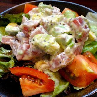 鮪とアボガドのサラダ(根ぎし )