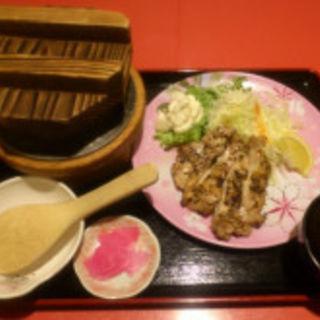 特選釜飯と鶏もも黒胡椒焼(桜の藩 川崎アゼリア店)