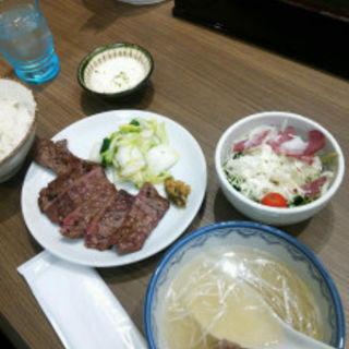 牛タンサラダ定食(森商店 イオンモール京都桂川店 )