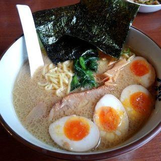 味玉ラーメン(麺かため)(横濱家 八王子みなみ野店 (よこはまや))