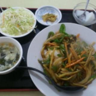 チンジャオロース丼+羽根つき餃子(歓迎 川崎店)