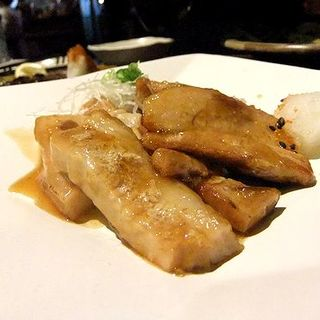 ラフチー肉のにんにく醤油焼き(泡盛と沖縄料理 郷屋)