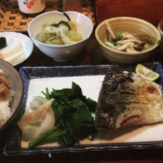サバの塩焼き定食(波浮港 )