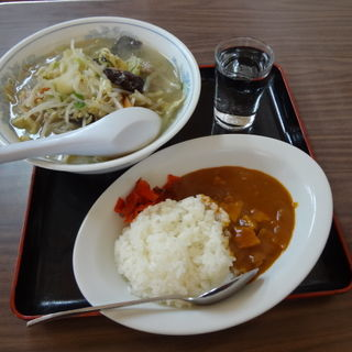野菜たっぷりタンメン&半カレー(浮城食堂)