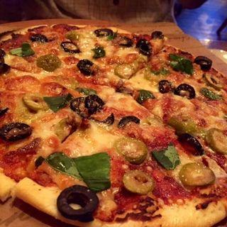 アンチョビ&オリーブのピザ