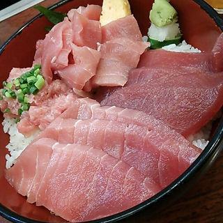 まぐろ4点丼(海鮮丼 大江戸 築地市場内店 (かいせんどん おおえど))