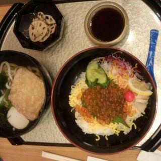 いくら丼とうどんセット(海鮮料理 きとら 淡路夢舞台店 )