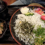 釜揚げシラス丼(海鮮料理 きとら 淡路夢舞台店 )