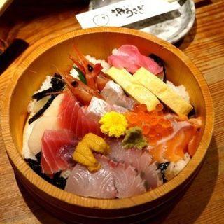 レインボー海鮮丼