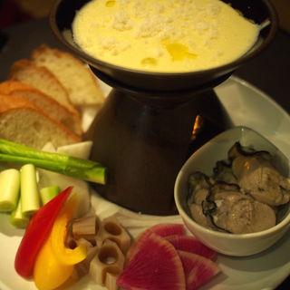 牡蠣と旬菜のチーズフォンデュ