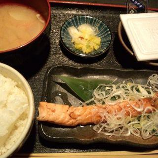 ねぎ塩サーモン定食(渋谷宇田川町のひもの屋 )