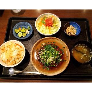 豆腐ハンバーグとしょうがご飯定食(灯り)
