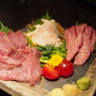 極上馬刺し三種盛り合せ(炭火焼・水炊き うる虎 横浜店 (うるとら))
