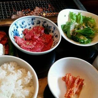 和牛たんとカルビの定食(焼肉トラジ 京都店 )