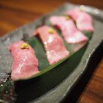 トロの肉寿司