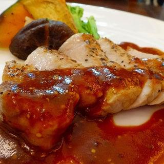 ナポリピッツァオーダーバイキングランチ 豚ロースのグリル 濃厚なマスタードソース(燦 ミント神戸店 (サン))