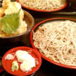 ざる蕎麦(大盛り)と鶏天丼(甚五郎 )