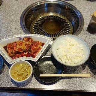 牛カルビ+ハラミ200gランチ(生麦焼肉 京城苑 )