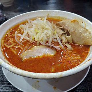 男の火山味噌 大噴火麺+肉大盛(関目団長)