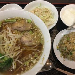 もやしたっぷりラーメン+半炒飯(福源居 )