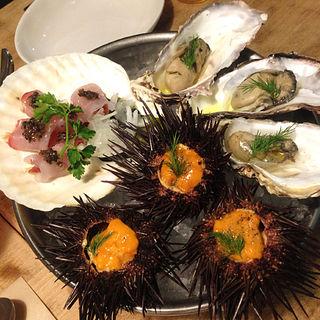 豪快に盛られた贅沢な一皿『海の盛り合わせ3種』(立町バル GILLS (ジルズ))