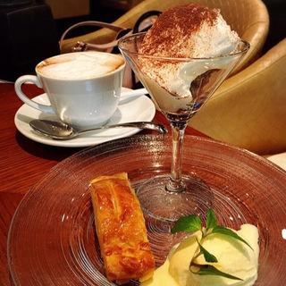 温かいアップルパイとバニラアイスクリーム(中国料理旬遊紀 (シュンユウキ))