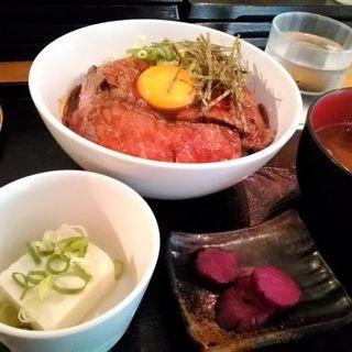 国産牛使用のローストビーフ丼(肉バル de 黒毛和牛 天地人)