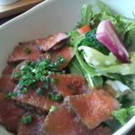 黒毛和牛のローストビーフ丼(肉バル アンカーグラウンド 馬車道店 )