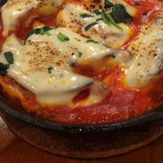 トマトとチーズ鉄なべ餃子