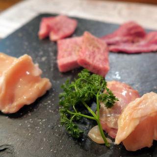 本日の厳選お肉4種盛(ヒウチ・ツラミ・サーロイン・ホルモン)(肉焼食堂もりしん )