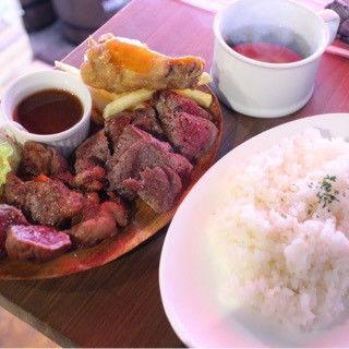 肉盛りステーキ4種のランチ+牛スジカレーがけ(肉酒場 ブラチョーラ 亀戸店 )