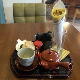 チョコバナナクレープと煎茶のセット